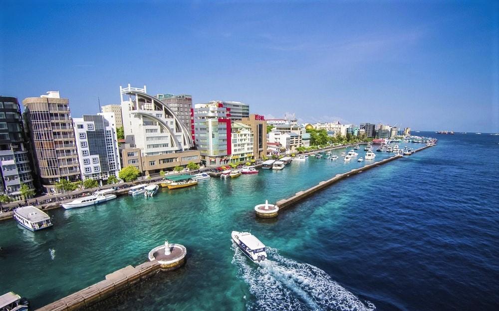 Uitzicht op de stad Male in de Malediven