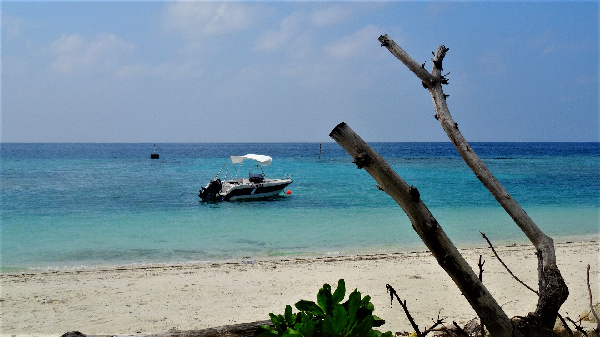 Het strand van Maafushi in de Malediven
