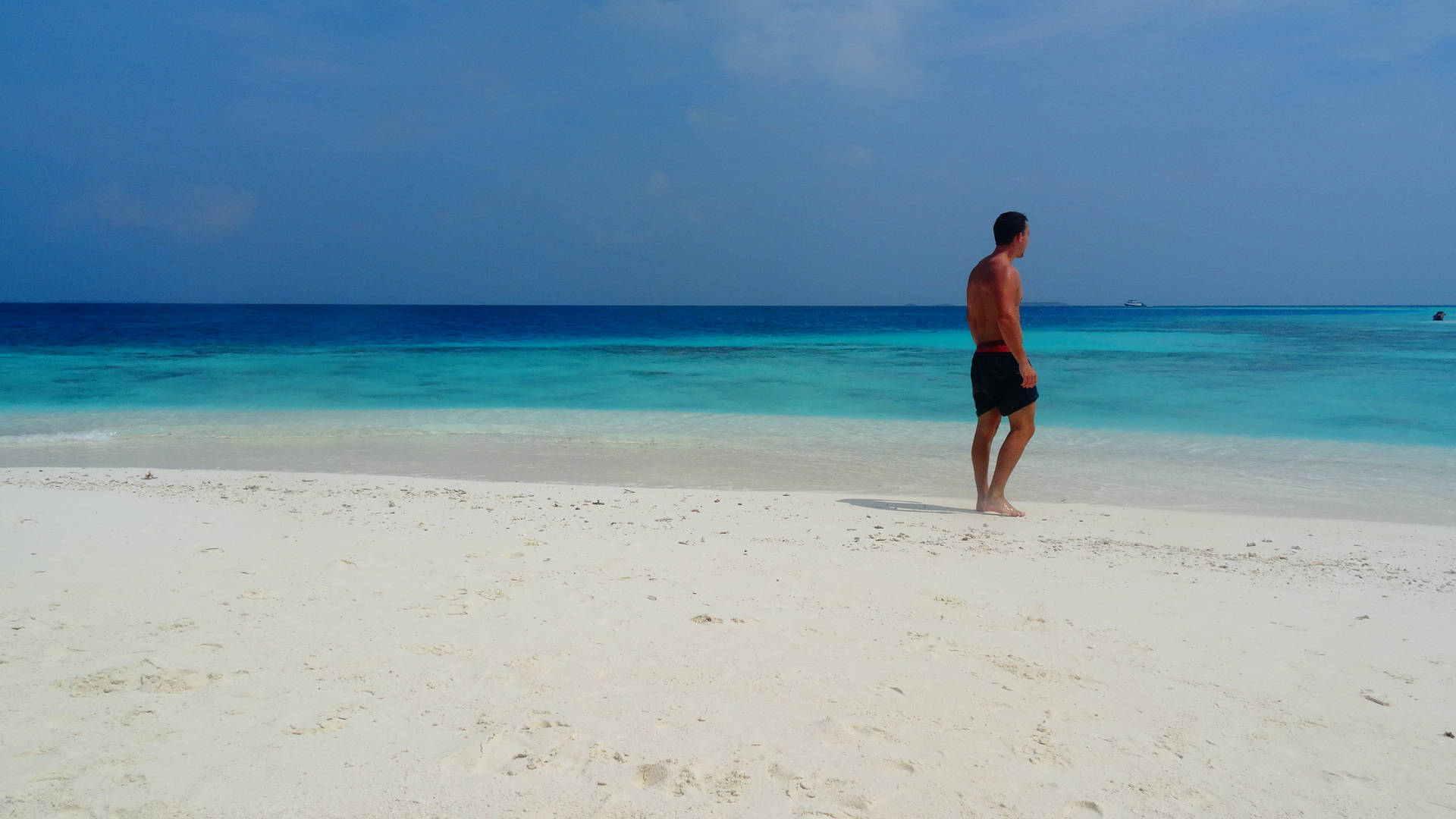 Strand met blauwe in de Malediven